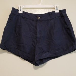 ABERCROMBIE pleated navy shorts
